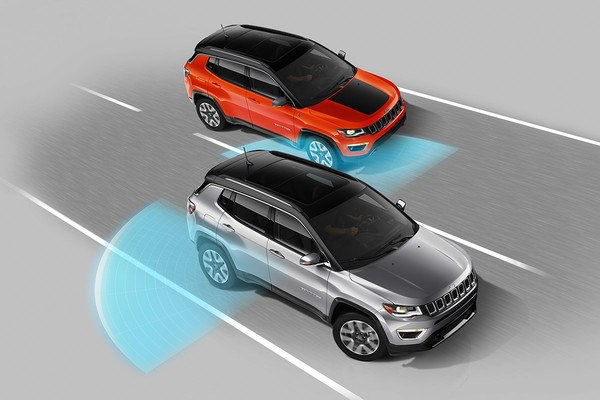 2020-jeep-compass-safety-feature-blind-spot-monitoring_